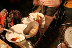 キャンプの原点、飯盒でご飯炊き!